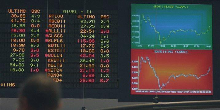 Ibovespa cai com bancos, enquanto espera balanço da Petrobras