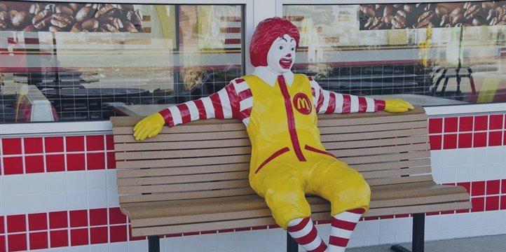 Beneficios trimestrales de McDonald's bajan un 33 por ciento