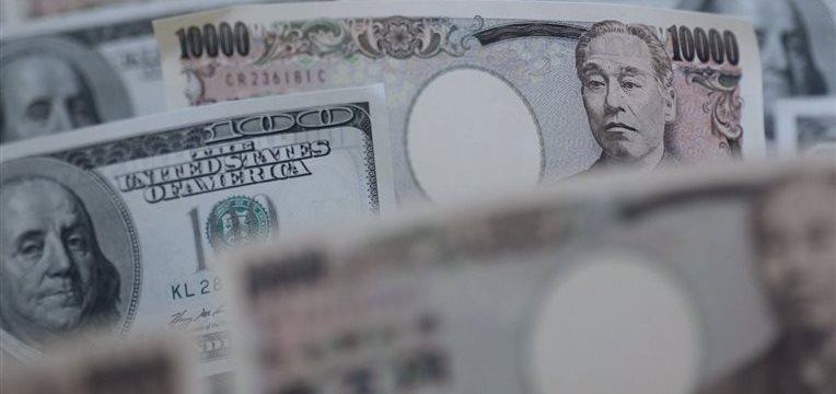El dólar toca su máximo respecto al yen desde agosto de 2008