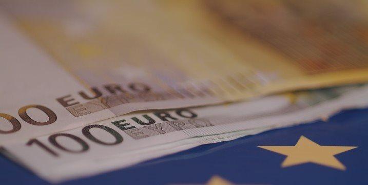 Crecimiento fabril zona euro se suaviza en abril pero precios suben