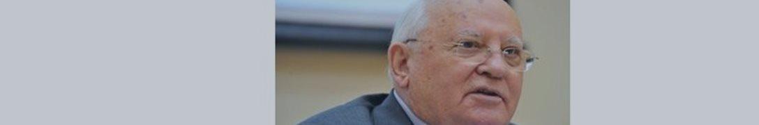 Gorbachov explicó Merkel negativa a venir el 9 de mayo en Moscú