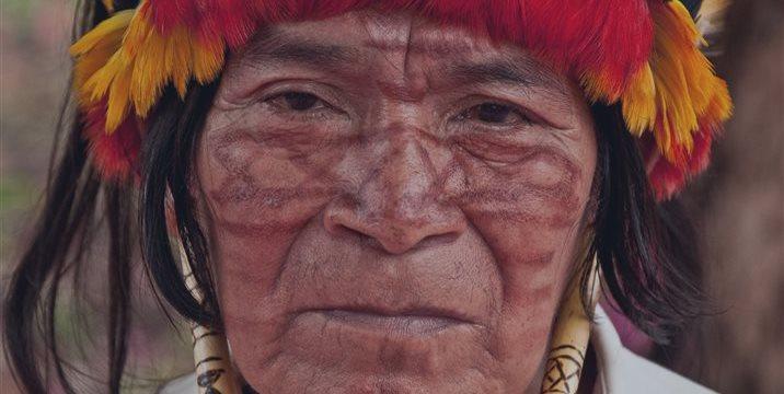 Ecuador ofrece disculpas públicas a indígenas por explotación petrolera