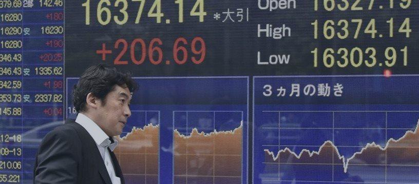 Bolsas de Asia caen, euro se debilita luego de que crisis griega reduce la confianza