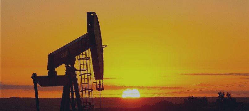 Нефть дорожает на снижении американских запасов