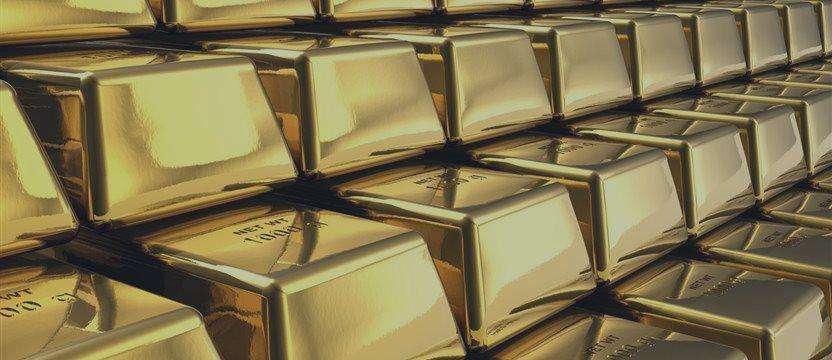 Золото у двухнедельных максимумов на ослаблении доллара