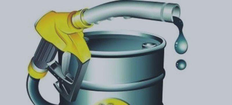 油价小跌,但美国原油期货可能连涨第10周