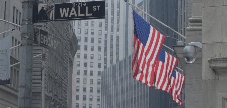 Уолл-стрит открылась с понижением: индексы падают из-за сильного доллара