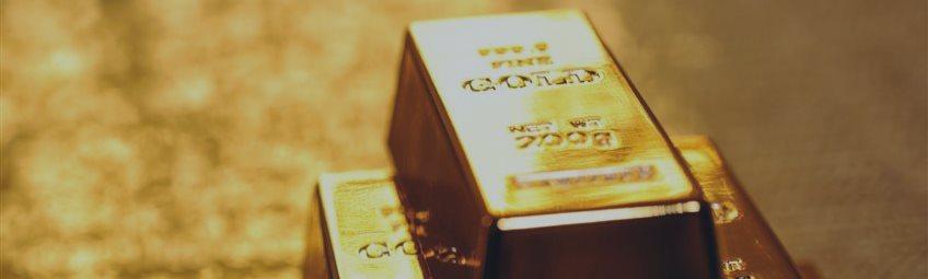 Золото возвращает потери после выхода плохих американских отчетов