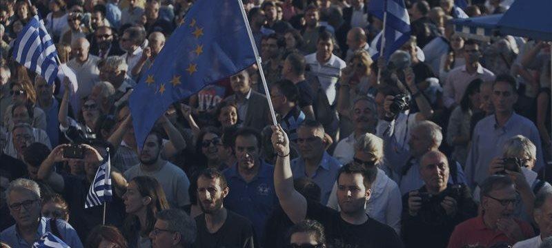 Ministros de la Eurozona afirman que Grecia sigue en el euro