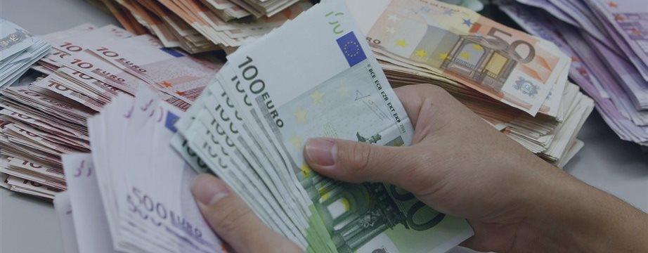 Греческие банки закрыли на неделю, чтобы остановить утечку денег