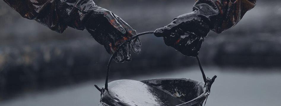 原油躲过月末一劫 却逃不出高产量牵制