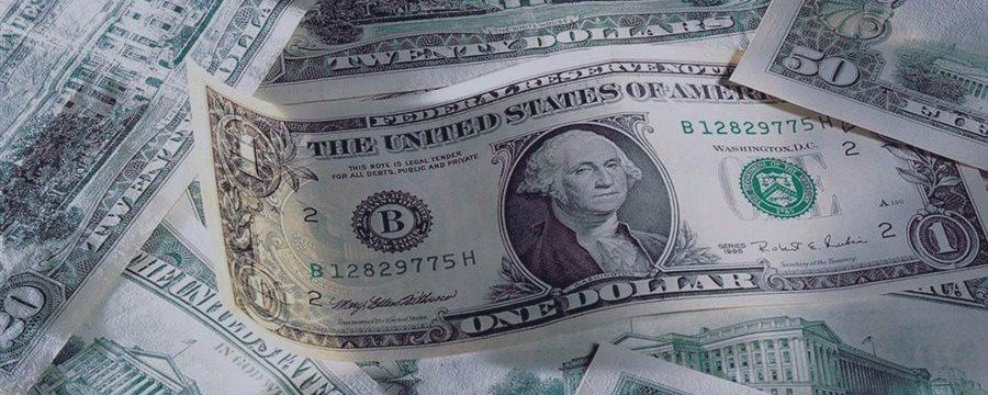 Доллар слабеет против евро, но поднимается против иены