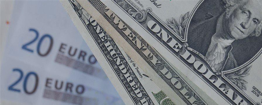 Доллар растет к большинству валют, евро замер