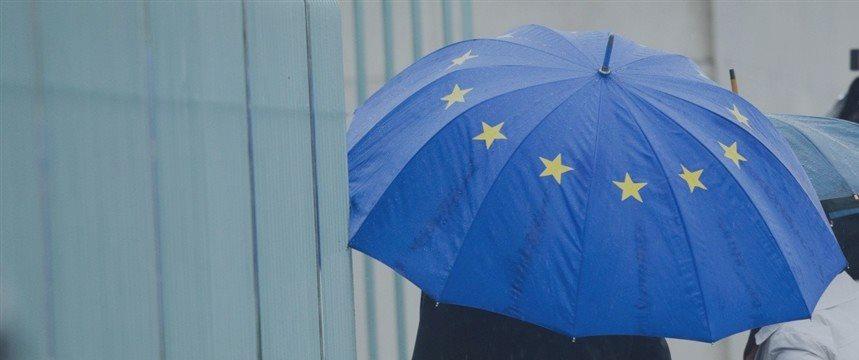 Nobel economists split on how to vote in Greece's eurozone referendum