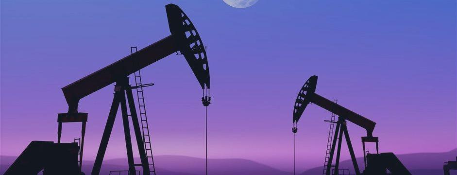 Нефть дешевеет на усилении доллара и опасениях по Ирану