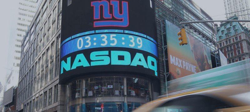 Bolsa de Nova Iorque acompanha balanços e fecha em leve alta; Nasdaq em nível recorde