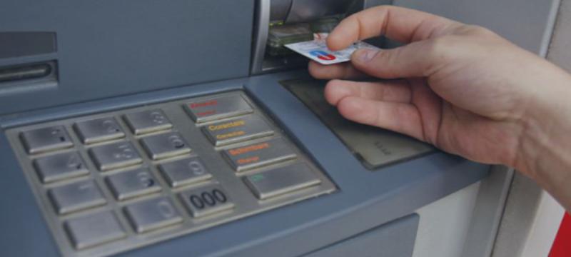 Grécia suaviza restrições bancárias