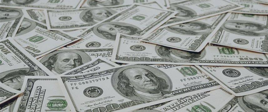 Американские отчеты поддерживают доллар в понедельник вечером