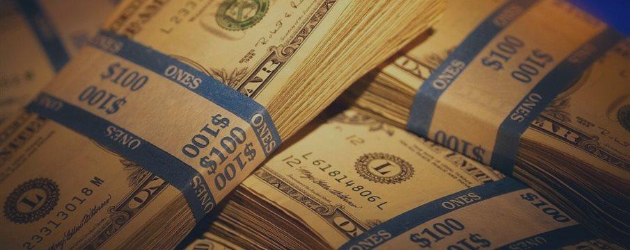 Доллар снижается в ожидании новых американских отчетов