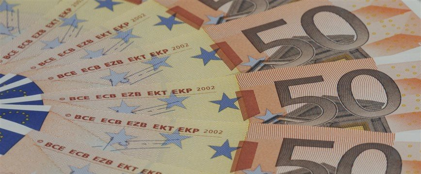 Euro at 2-week lows vs dollar despite upbeat data from euro area