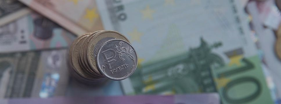 Курс евро во вторник поднялся до 73 руб., курс доллара — до 65,9 руб.