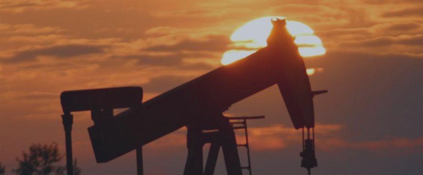 Цена на нефть немного подросла, но остается ниже $49 за баррель