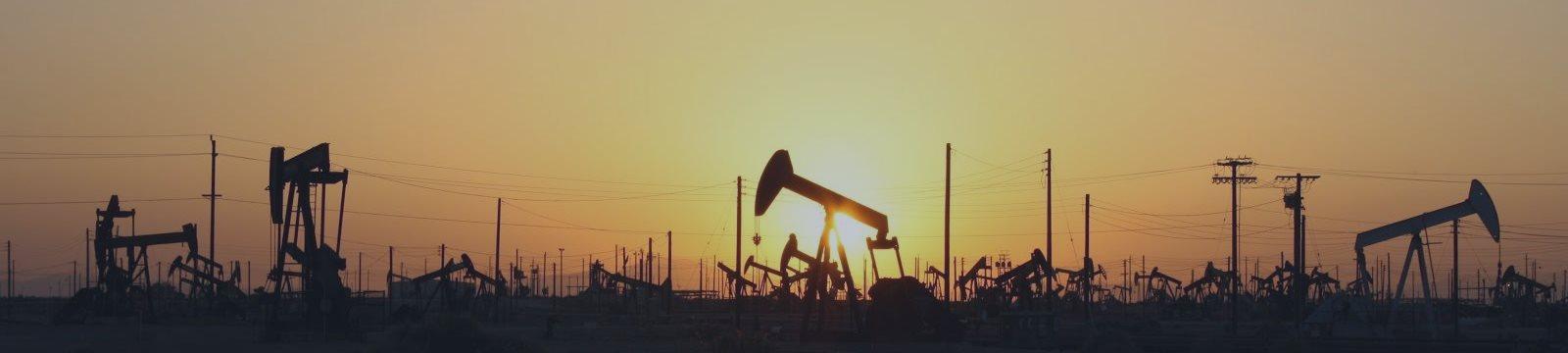Нефть немного восстанавливается, но держится у шестилетних минимумов
