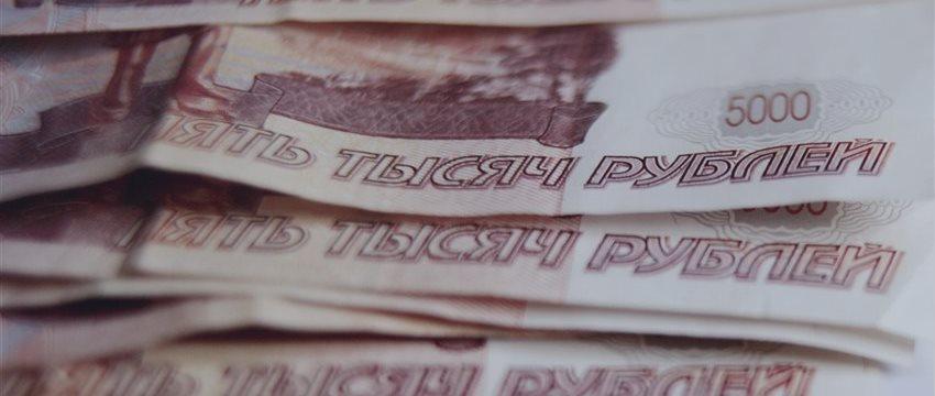 Рубль немного окреп: доллар ниже 70 руб., евро ниже 80 руб.