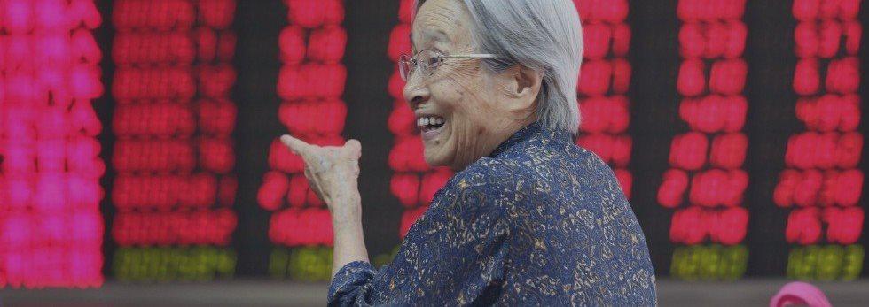China detiene a periodista que confesó haber causado pánico en la bolsa de valores