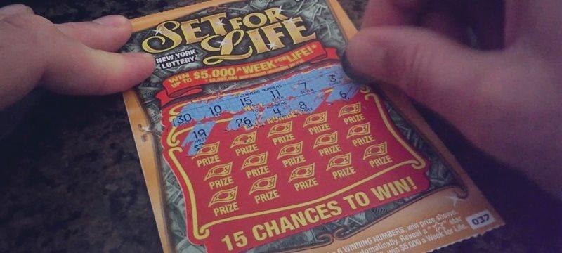 Encontró $ 20, los invirtió en la lotería y se ganó el premio mayor