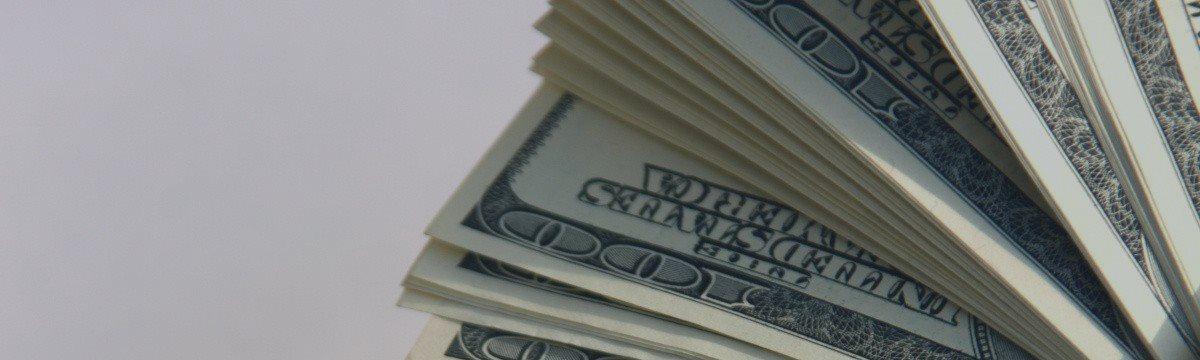 Доллар отыгрывает пятничные потери