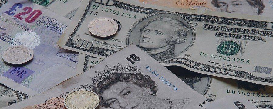 Фунт укрепился против основных валют. Инвесторы ждут заседания Банка Англии