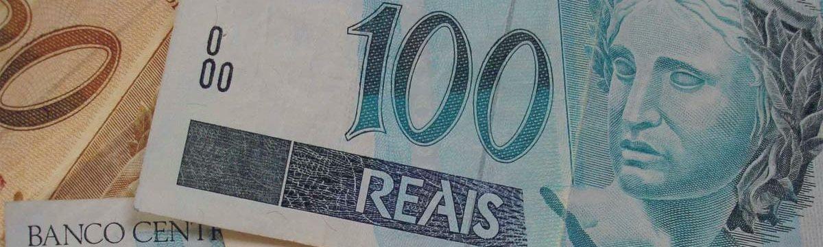 Dólar atinge R$ 3,96, segunda maior cotação da história do real