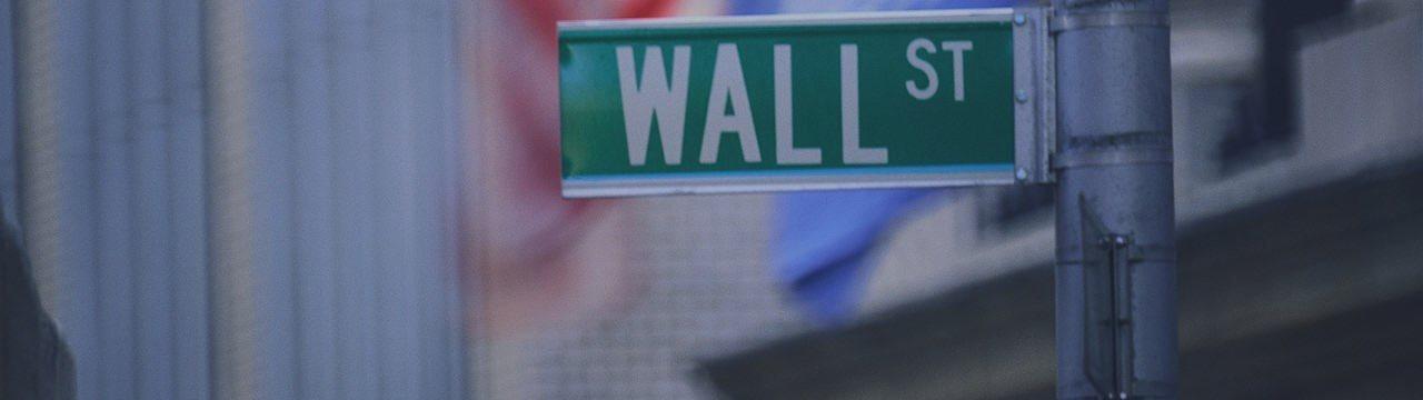 Уолл-стрит выросла в пятницу вслед за энергетическими и сырьевыми компаниями