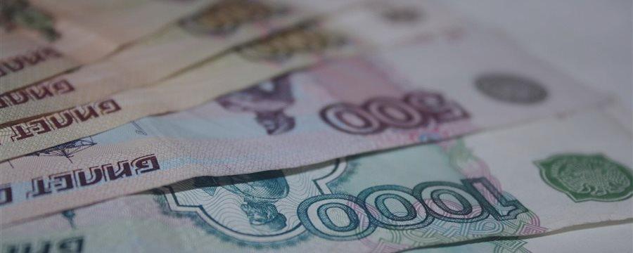 Рубль пробует укрепиться против евро и доллара во вторник вечером
