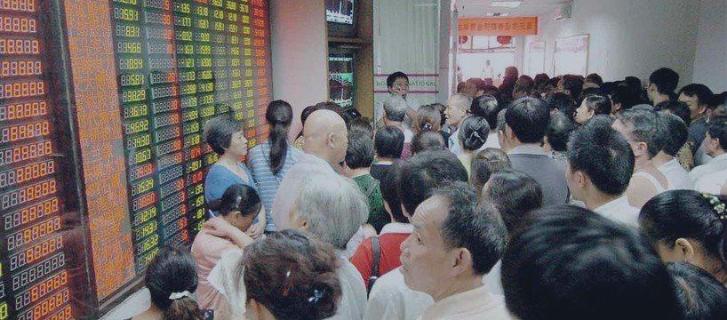 亚太股市扩大涨势 A股全线飘红创业板涨超5%