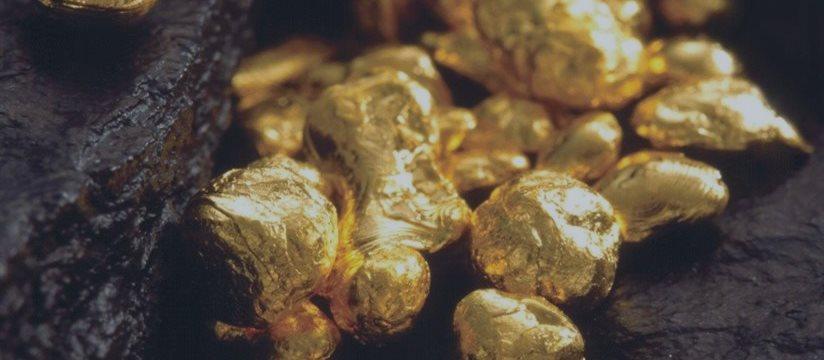 Фьючерсы на золото на трехмесячных максимумах