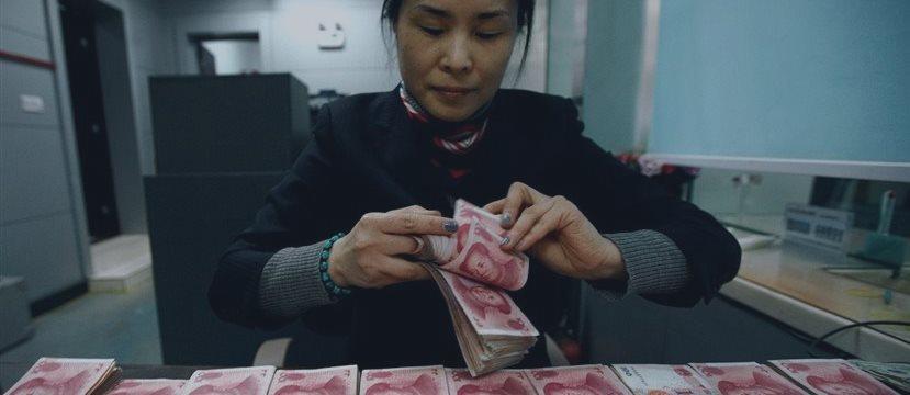 Китай неожиданно перешел к ослаблению курса юаня