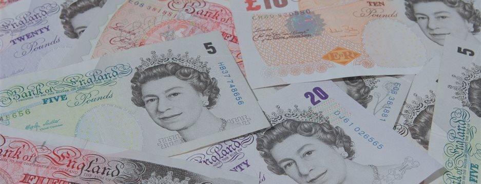 Фунт вырос против доллара, евро и иены на сильной статистике