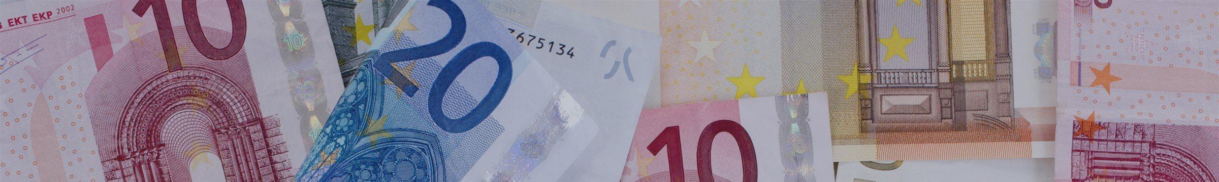 Евро укрепляется по отношению к доллару и иене