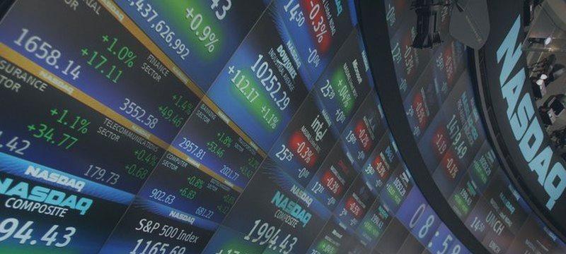 Американские фондовые индексы упали в среду на слабых корпоративных отчетах