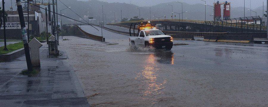 Huracán Patricia causa menos daños de lo esperado en México y golpea áreas remotas