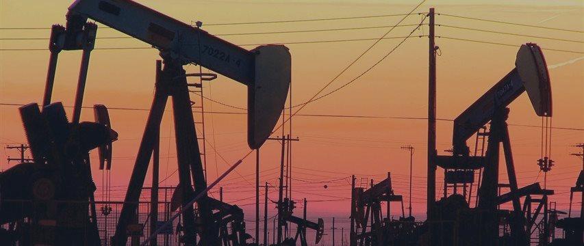 Цены на нефть падают из-за переизбытка сырья в хранилищах