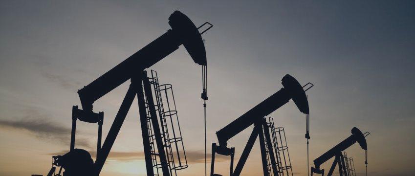 Слабая китайская статистика надавила на нефть