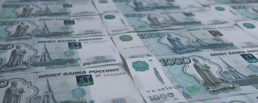 Рубль падает: курс доллара выше 64,3 руб., курс евро выше 70,9 руб.