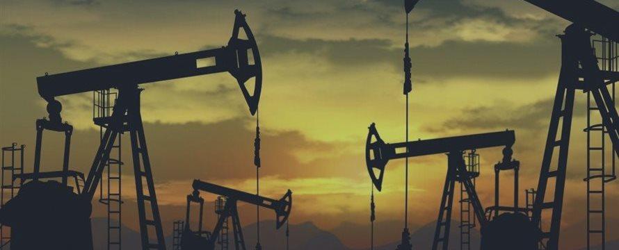 Нефть незначительно дорожает в пятницу, но остается под давлением