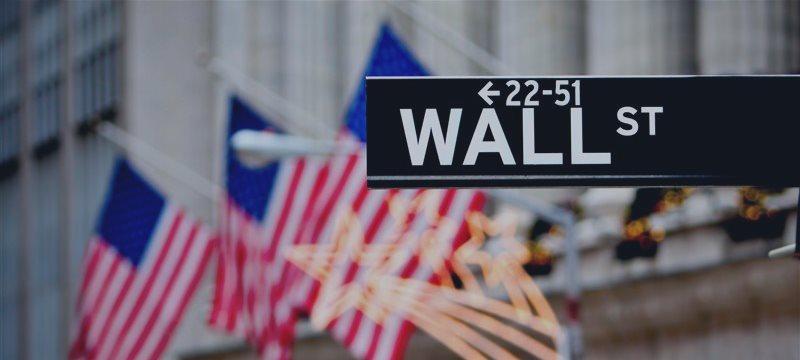 Инвесторы обвалили американские рынки, боясь скорого повышения ставок ФРС