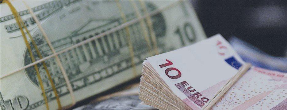 Доллар поднимается к семимесячным максимумам, поддерживаемый разговорами о ставках ФРС
