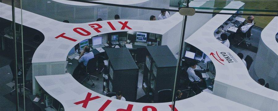 TOPIXが小反落、りそなHDなど銀行安い、資源も-内需堅調支え