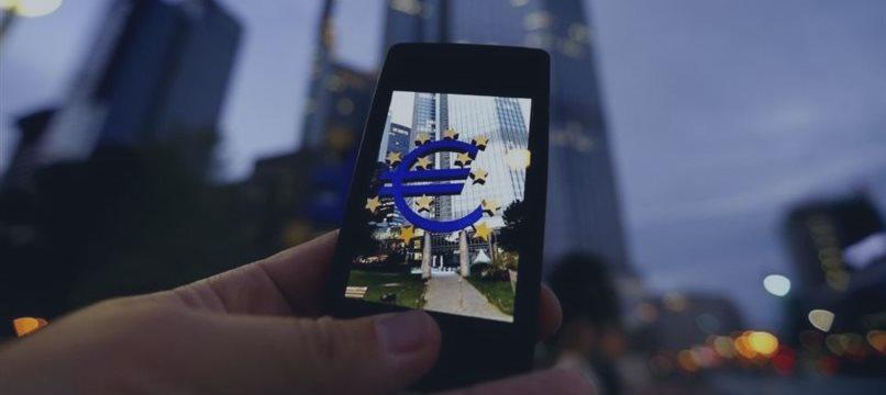 Рост европейской экономики замедлился в третьем квартале, евро снова падает